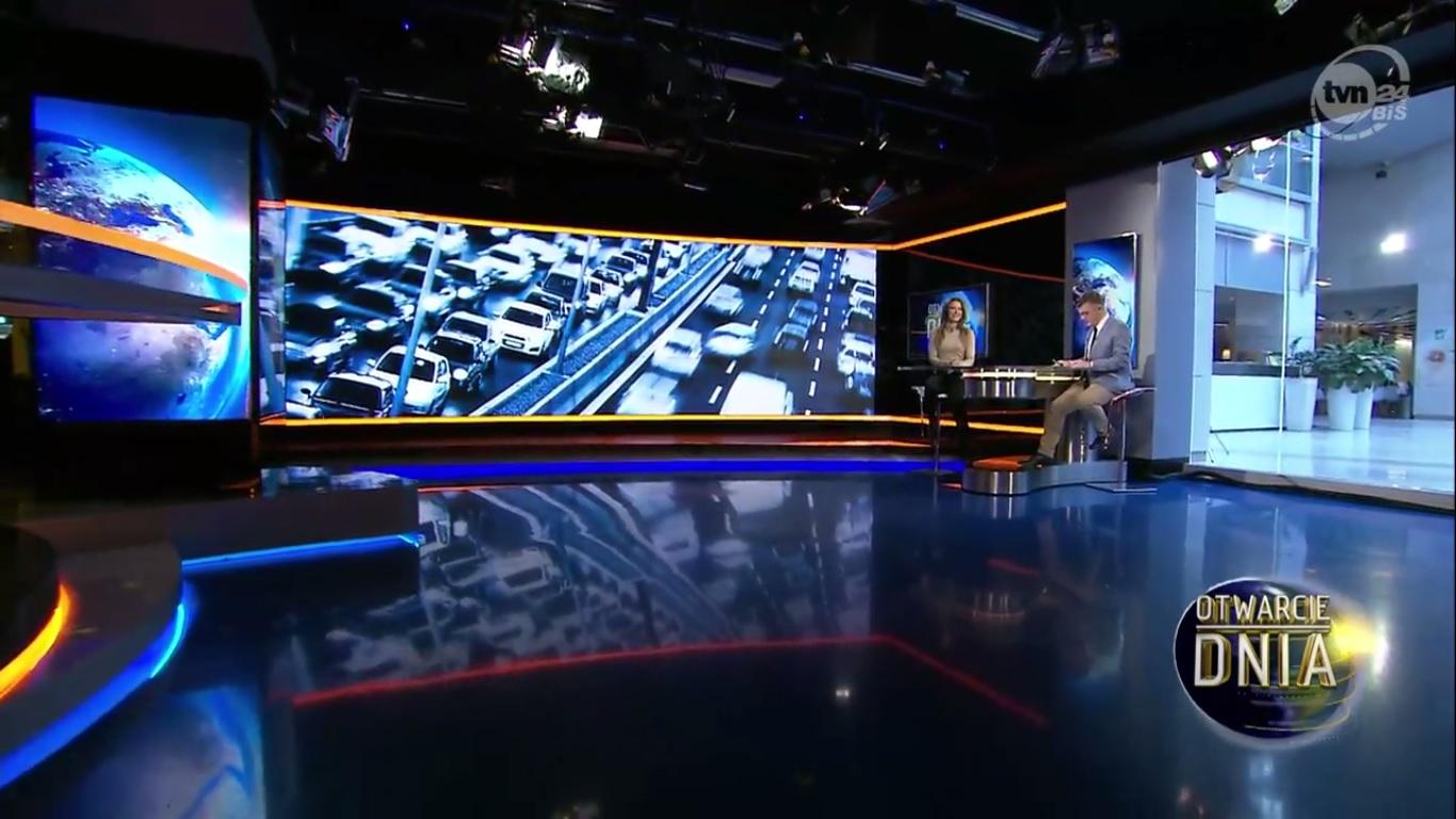 Karolina Pilarczyk w TVN24 Biznes i Świat - Otwarcie dnia 2016 - Kobieta jest tylko ładnym dodatkiem do samochodu?